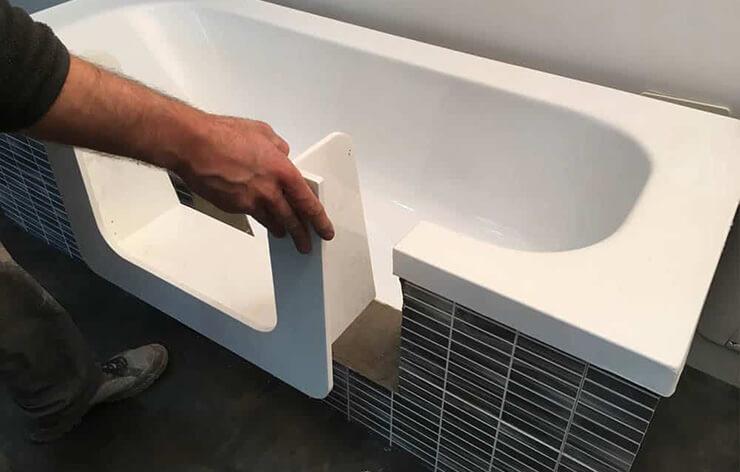 Acryltech - Produzione sportellino per vasca